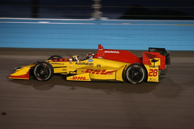 Hunter-Reay, al frente en sesión accidentada