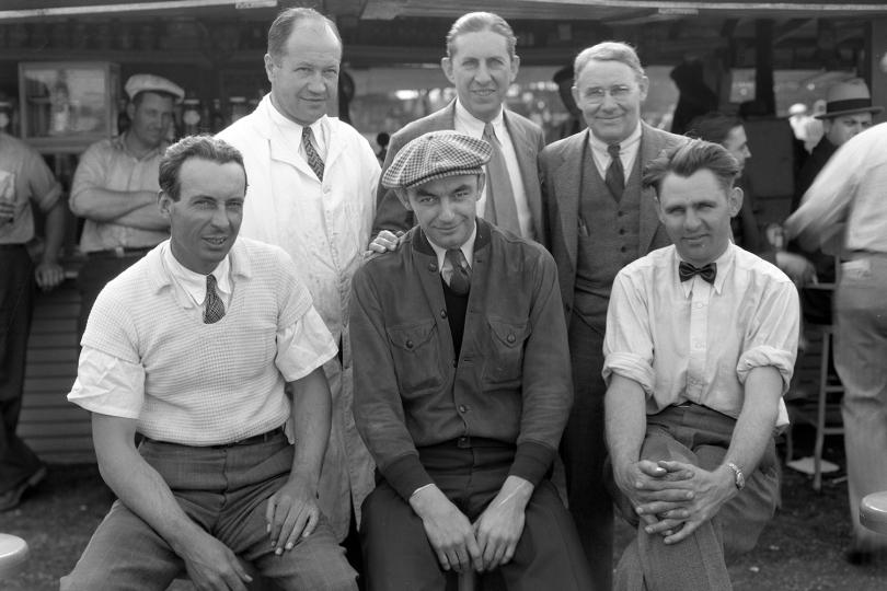 Además de Meyer (der.), otros dos ganadores de la Indy 500 lograron su éxito desde la parte trasera de la grilla: Fred Frame (izq) clasificó 28° en 1932 a la vez que L.L. Corum (cen.) inició 21° en 1924, a pesar de ser fue relevado por Joe Boyer, (FOTO: IMS Photo)