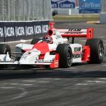 Al año siguiente, Castroneves se convirtió en el primero de tres pilotos que han vencido en múltiples ocasiones (FOTO: INDYCAR)