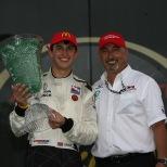2008: Graham Rahal sorprendió al mundo de la IndyCar, al ganar un evento caótico en St. Petersburg; así, con 19 años y 93 días, se convirtió en el ganador más joven en la historia de la especialidad. Manejó para Newman-Haas Racing (FOTO: INDYCAR)