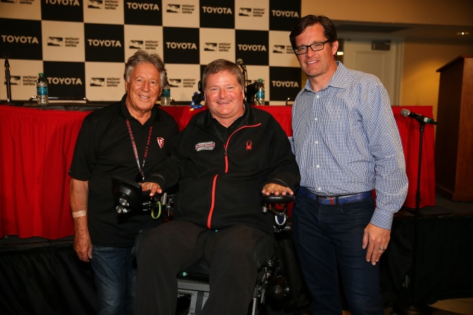 Mario Andretti, Sam Schmidt y Doug Boles (FOTO: Chris Jones/INDYCAR)