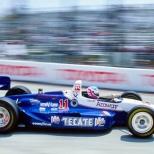 El mexicano Adrián Fernández se graduó de la Indy Lights para 1993, al firmar con Galles Racing y hacer su primera carrera en Long Beach; sin embargo, solo completó 21 vueltas por una falla de motor (FOTO: Archivo)