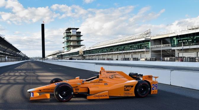 GALERÍA: El primer día de Alonso en Indy
