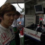 Shinji Nakano fue el primero de dos japoneses que corrió para Adrián Fernández, además de manejar para Derrick Walker y Greg Beck; en 58 participaciones en la especialidad, jamás subió al podium y llegó 14° en Indy en 2003 (FOTO: Archivo)