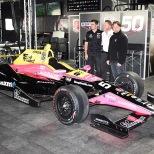 Jack Harvey, Michael Shank y Michael Andretti presentaron el bólido No. 50 Honda con el que el británico debutará en la categoría (FOTO: Jim Haines/INDYCAR)
