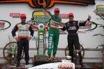 Después de una dura batalla con su compatriota Helio Castroneves, Tony Kanaan rompió una sequía de 32 arranques sin triunfo, al llegar primero en 2010. Fue su último éxito con Andretti Autosport. Además, en tercer lugar llegó el venezolano Ernesto Viso, siendo su único podium en la categoría (FOTO: Chris Jones/INDYCAR)
