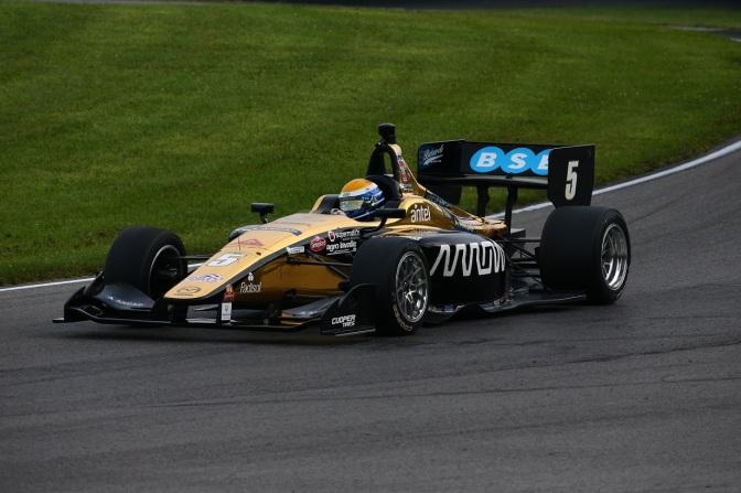 Urrutia domina el viernes en Indy Lights