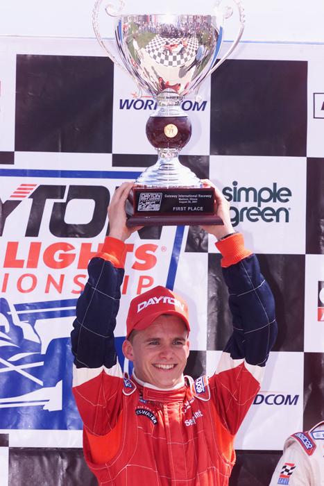 Mención especial para la Indy Lights, que también entregó seis ganadores distintos en seis eventos. Como dato curioso, Dan Wheldon logró su primera de dos victorias en 2001. En ese tiempo, la serie era sancionada por CART, pero compartió actividad con la IRL... (FOTO: Archivo)
