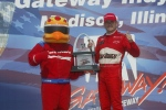 Mientras la batalla por el título estaba en su mejor momento, Gil de Ferran se quedó con el bandera a cuadros en la edición de 2002, encabezando un 1-2 de Penske Racing (FOTO: IMS Photo)