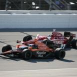 2007: La lucha entre Dixon y Dario Franchitti, entonces piloto de Andretti Green Racing, llegó hasta la última curva de la última vuelta; el escocés llegó a Joliet tres puntos delante del neozelandés, quien al quedarse sin combustible en el final, perdió su potencial segunda corona (FOTO: Chris Jones/INDYCAR)