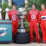 2009: Dixon llegó a Homestead-Miami Speedway seis puntos delante de Franchitti y con nueve más que Ryan Briscoe; al final, el escocés venció en la final y superó a su coequipero por 10 unidades (FOTO: Shawn Payne/INDYCAR)