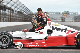 Juan Pablo Montoya se convirtió en bicampeón de la Indy 500 en 2015 con Team Penske; el colombiano es uno de los cinco latinoamericanos en ser parte del círculo exclusivo de vencedores (FOTO: Chris Owens/INDYCAR)