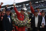Entre los pilotos en activo, Helio Castroneves es el único que suma múltiples visitas al Circulo de Ganadores; el integrante de Team Penske ganó en 2001, 2002 y 2009 (FOTO: Indianapolis Motor Speedway)