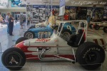 Foyt ganó el título de Sprint Cars de USAC en 1960, sumando un total de 28 triunfo (de hecho, totalizó 138 triunfos en eventos sancionados por la Asociación, sin importar el tipo de vehículo). También en 1974, manejó este Sprint Car, armado por Steve Stapp y George Snider. Foyt, quien construyó el motor V8 Chevrolet, logró algunos triunfos en sitios como el Indiana State Fairgrounds, dos veces, dos noches antes de la Indy 500 (FOTO: Eduardo Olmos)