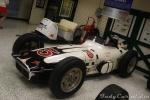 La evolución continuó en Indianapolis, dentro de los autos con motor frontal. También en 1960, Foyt pilotó este Kurtis Kraft-Offy caracterizado por dar prioridad al diseño longitudinal. A pesar de ganar el Campeonato Nacional, con dos triunfos en Milwaukee, un problema con el clutch le hizo abandonar en el Speedway (FOTO: Eduardo Olmos)