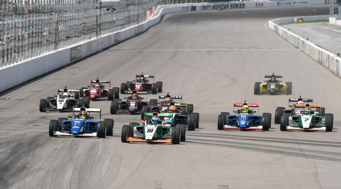 Indy Pro 2000 en Gateway (FOTO: Road to Indy)