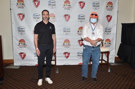 Jimmie Johnson y Chip Ganassi (FOTO: Chris Owens/IndyCar)