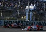 Cuando Honda se convirtió en motorista única de IndyCar, Castroneves recuperó su protagonismo, ganando cuatro competencias en 2006; sin embargo, perdió el título ante su coequipero Hornish Jr. y Dan Wheldon por dos puntos (FOTO: Honda)